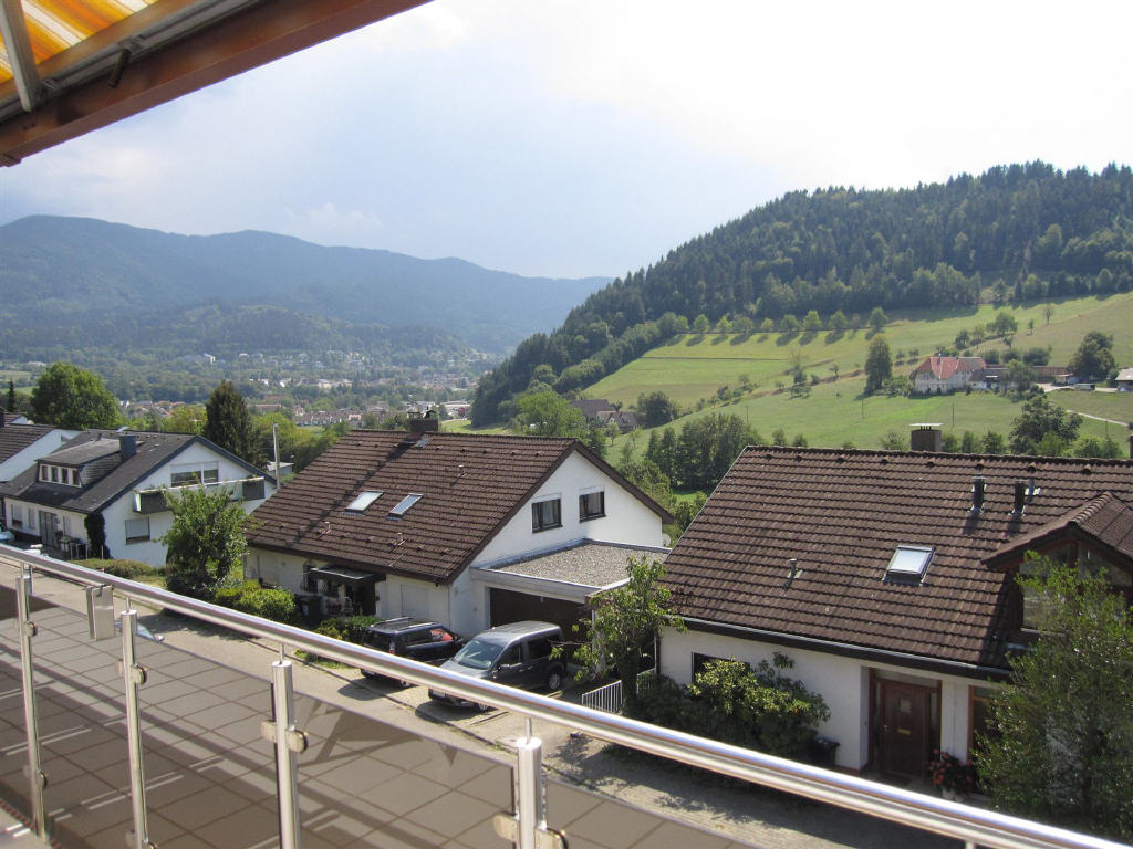 7 zimmer haus in waldkirch sparkassen immobilien gesellschaft mbh freiburg waldkirch. Black Bedroom Furniture Sets. Home Design Ideas