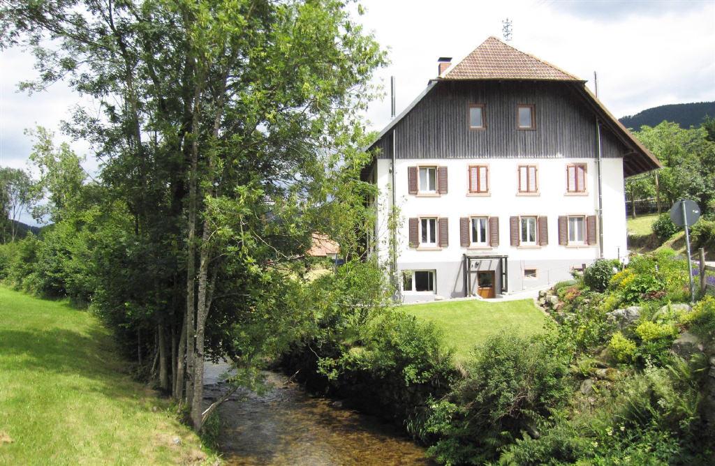 12 zimmer haus in elzach sparkassen immobilien gesellschaft mbh freiburg waldkirch. Black Bedroom Furniture Sets. Home Design Ideas